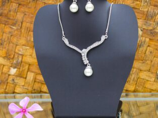 Lightweight Pearl Necklace Set